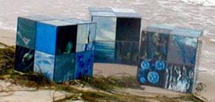 firma.ment (mit claudia sperlich), die farben der see, wasserproben, 2001, 72 hinterglasmalereien zu drei würfeln arrangiert, kantenlänge 40 cm