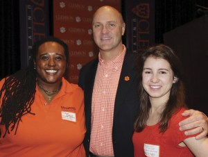 Student bloggers De Anne Anthony and Savannah Mozingo with President Clements.