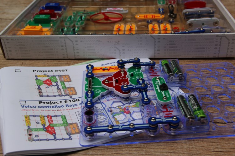 Snap Circuits & Little Bits with Curiosity Shift