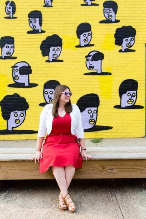 Amanda with a Hingetown mural