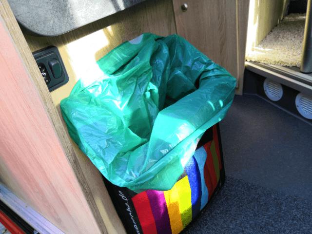 Mülltasche mit Müllbeutel