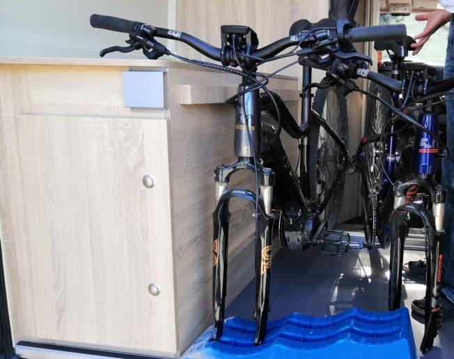 Fahrrad im Kastenwagen transportieren