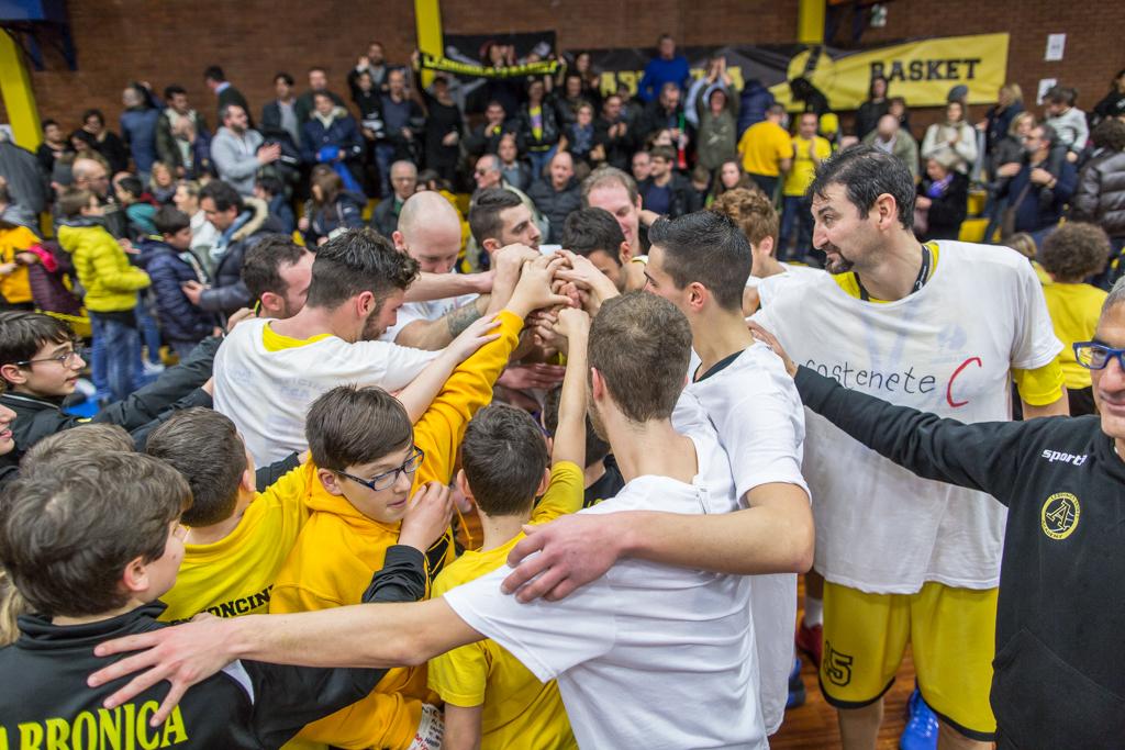 Labronica Basket BON TON 13 febbraio gruppo giocatori Sollitto CliccaLivorno