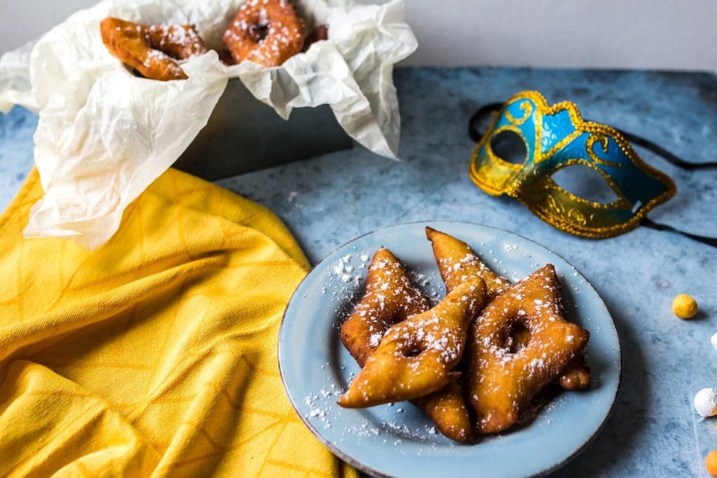 beignets de carnaval-mardi gras-recette-bugnes-oreillettes