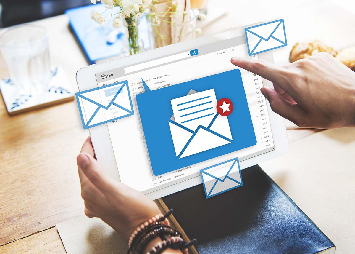 click-wise__services_email_in_laptop_vector