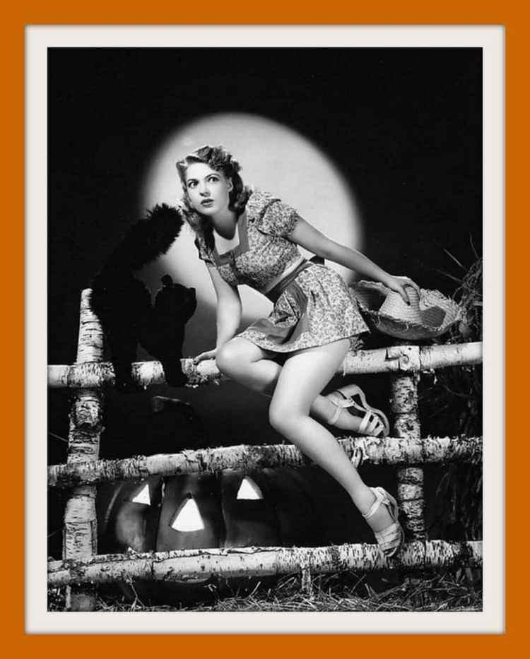 Anne Gwynne - Vintage Halloween pin-up girl