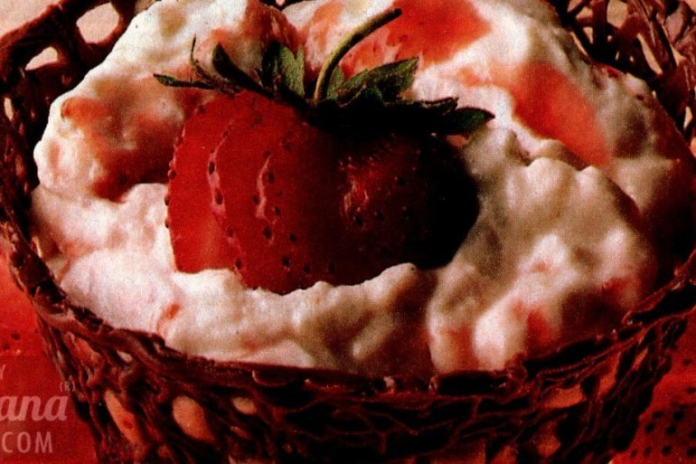 Make a chocolate basket filled with berry cream
