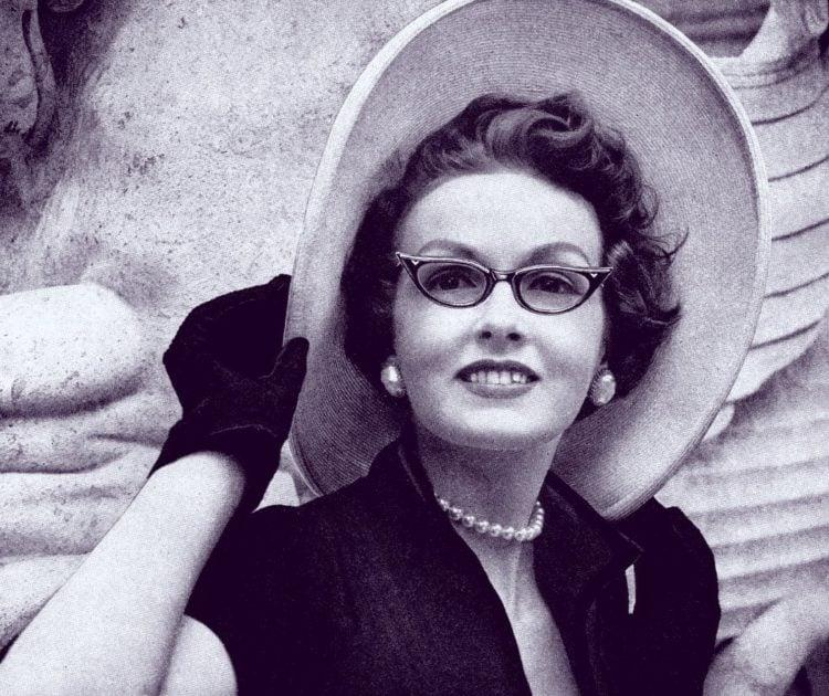 Men DO make passes at women who wear glasses! (1953)