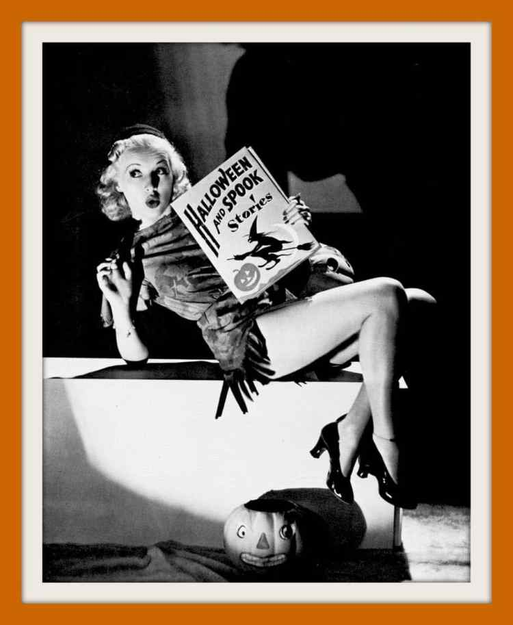 Vintage Halloween pin-up girls form the 30s and 40s (5)