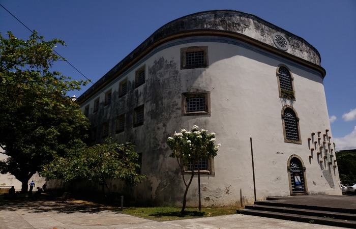 Casa da Cultura recebe turistas, movimentando o comércio de artesanato