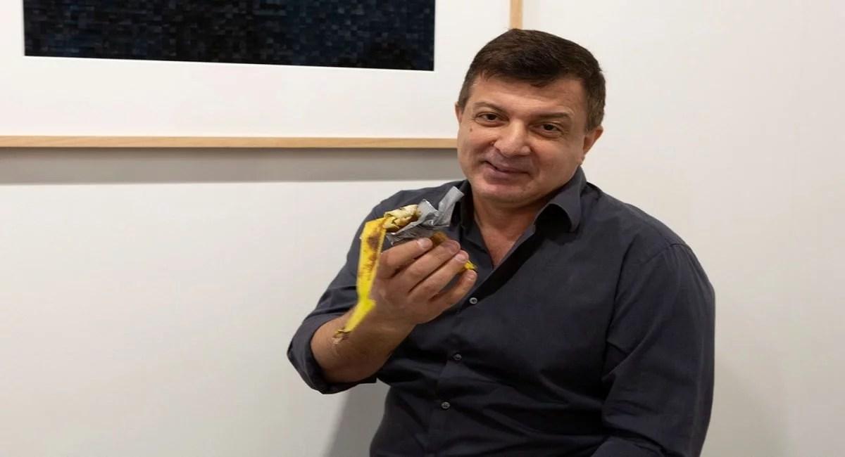 Artista come obra de Maurizio Cattela vendida como obra de arte por US$120 mil