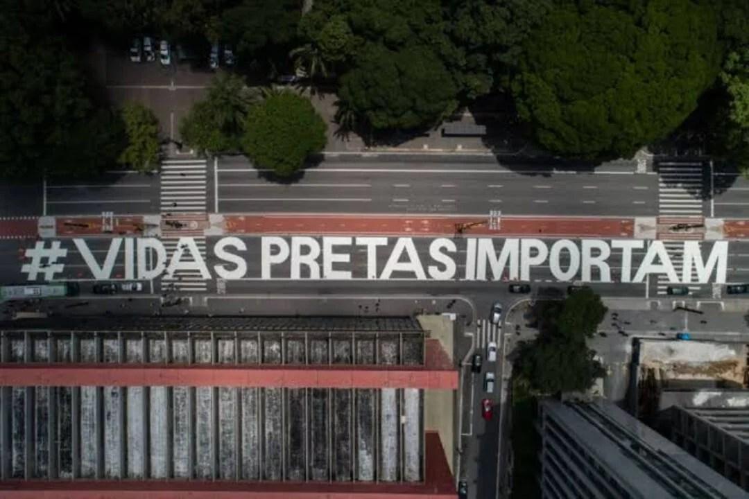 Arte preta sobre a grande avenida paulista : Manifesto político – ideológico