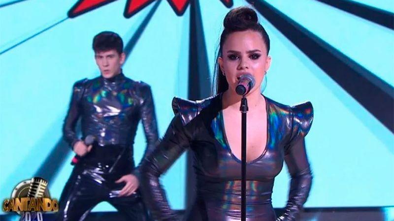 Sofi Morandi afuera del cantando 2020