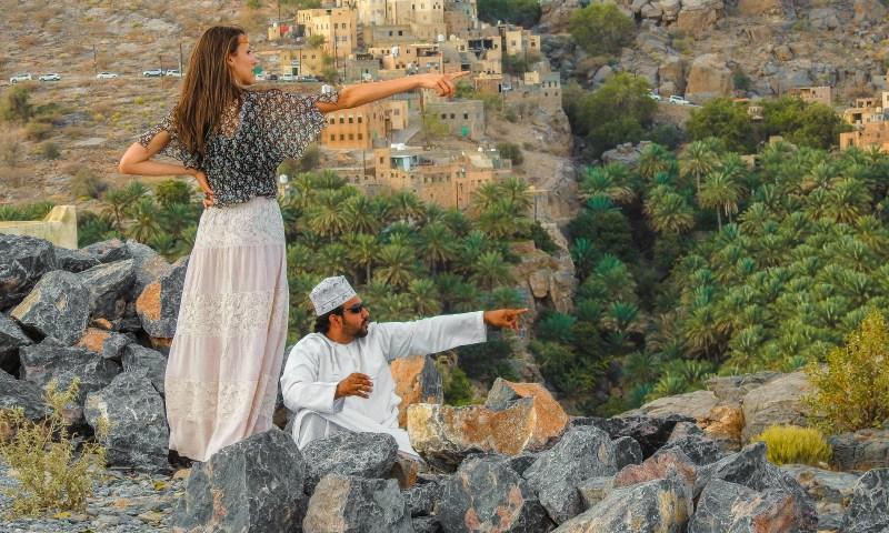 Io e Adil su un'altura nei pressi di Misfat in Oman