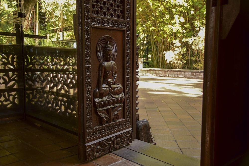Imagine del Buddha sui portali