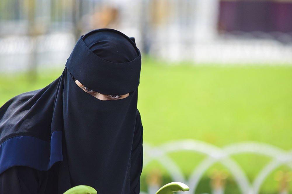 Donna islamica nel quartiere musulmano
