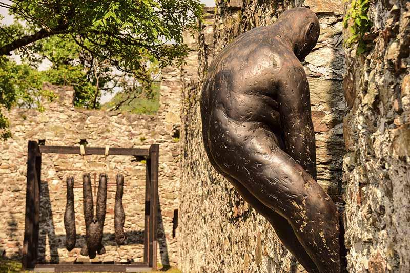 Castello di Pergine le sculture di Lois Anvidalfarei