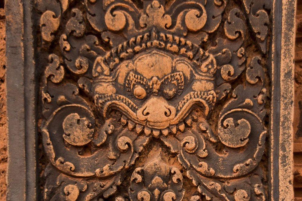 Dettaglio decorazione portale Benteay Srei