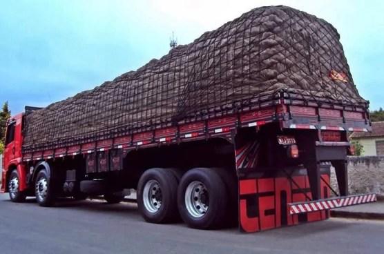Principais riscos do excesso de carga em um caminhão e como evitá-los