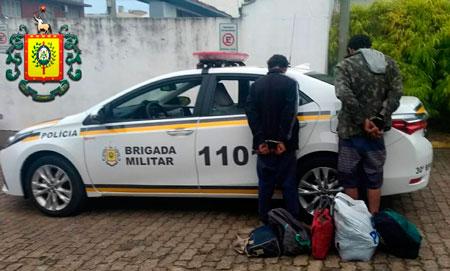 Dois indivíduos acabam presos em flagrante por furto em residência