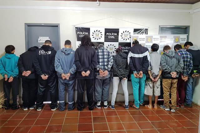 Operação Todos prende 17 pessoas e apreende 16 kg de maconha