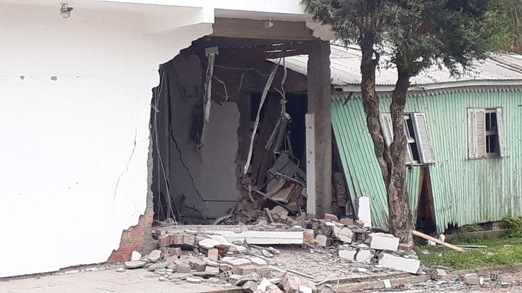 Criminosos explodem o Bradesco em Cerro Grande do Sul