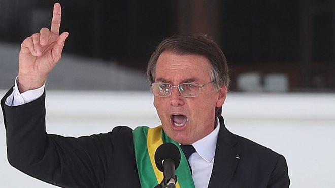 Bolsonaro fala em reconstrução do país e reafirma garantia ao porte de armas