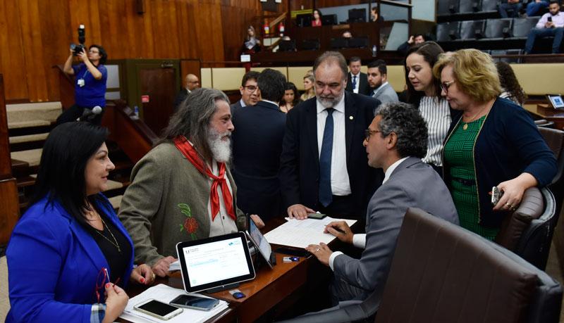 Plenário aprova em 2º turno PEC que retira a exigência de plebiscito para venda de estatais