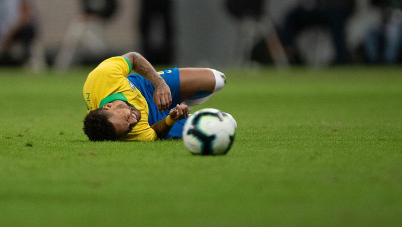 Neymar sofre lesão e está fora da Copa América