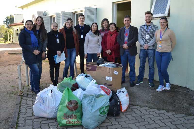 Entidades distribuem roupas em abrigos municipais em Camaquã