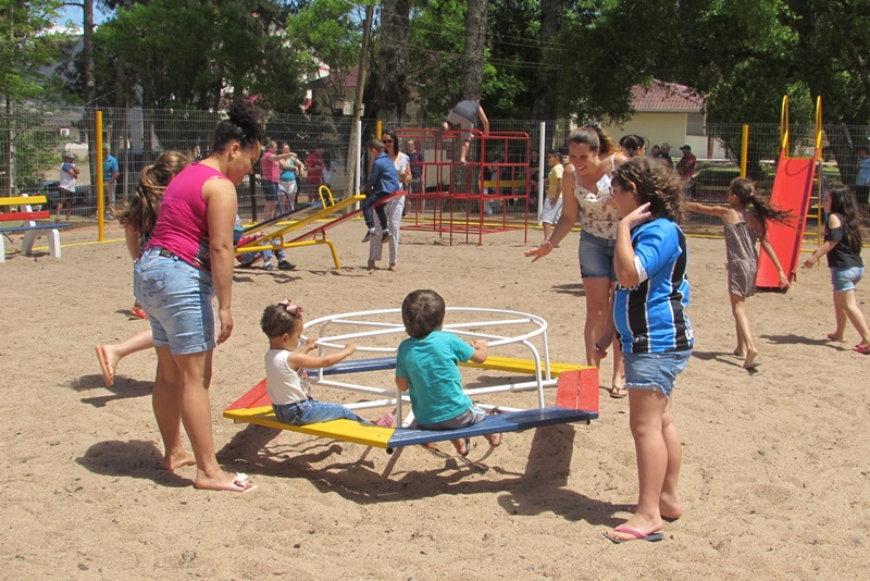 Barão do Triunfo inaugura Espaço Criança Feliz na praça