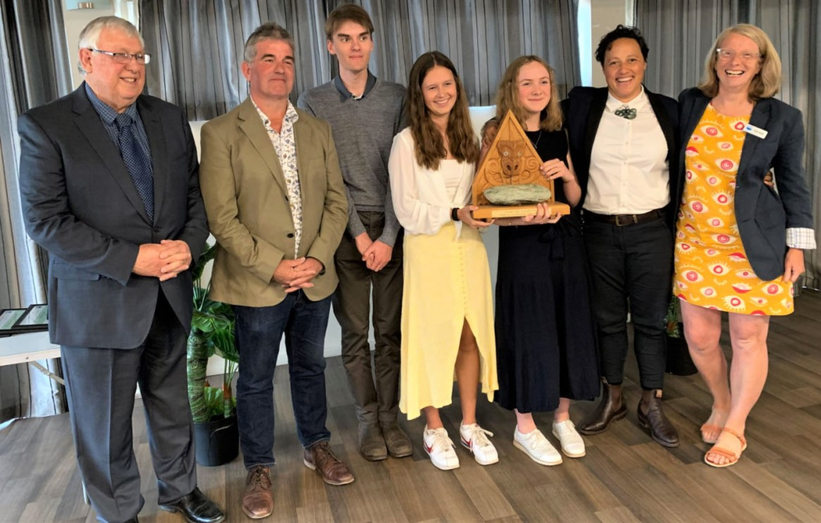 Fig. 4: Teacher and students accepting the 2020 Aoraki Conservation Award.