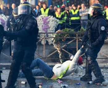 french police yellow vests
