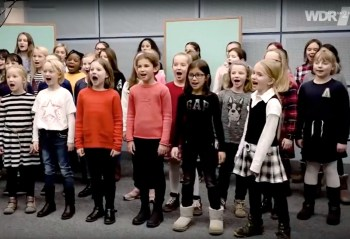 german schoolgirls sing