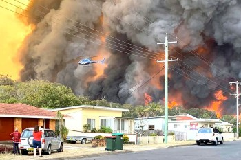 australia wildfire suburb
