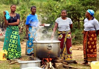 africa women cooking