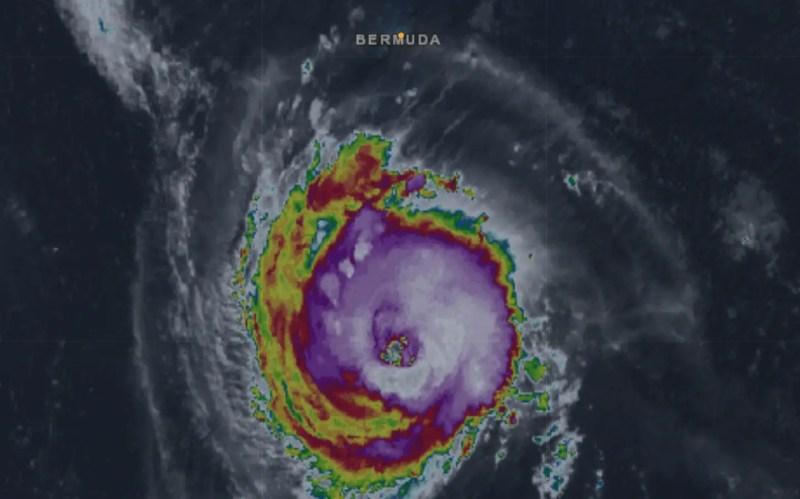 Florence esta mañana al sur de las Islas Bermudas