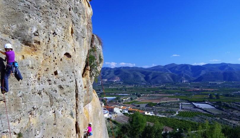 Piękne krajobrazy w Montesie