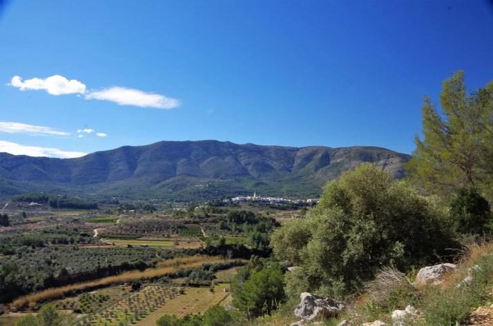 Widok na pobliskie góry z rejonu Alcalali