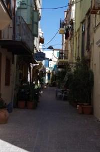 Wąskie uliczki w Chanii