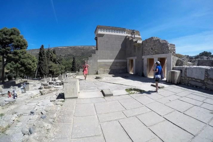 Oglądanie ruin zamku Knossos