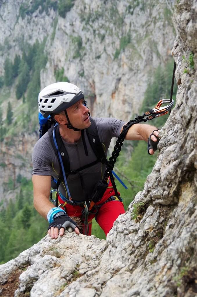 Darek pokonuje umiarkowane trudności na ferracie Alpenverrinsteig