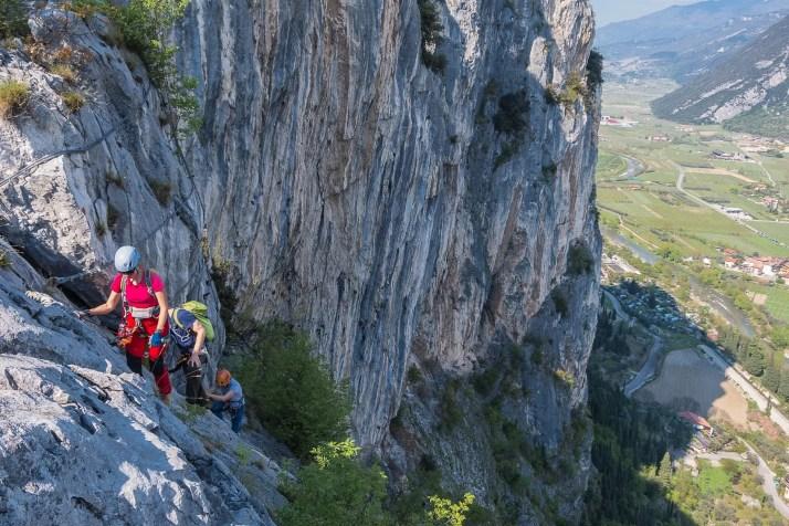 Z ferraty Cima Colodri widać Dolinę Sarche
