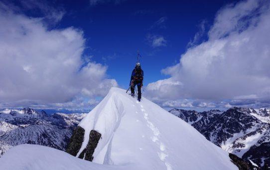 Mt. Stuart, Ice Cliff Glacier (AI2, 60-70 degree snice)