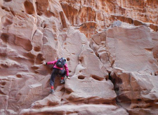 grimpe dans le canyon