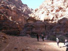 6. dans le lit du wadi