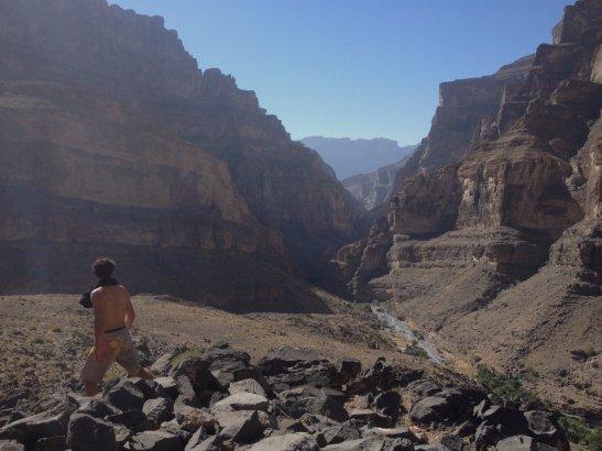 Sur le retour, le wadi en perspective