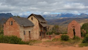 Sur la piste du Tsaranoro, Étape 1 - Sendrisoa à Ambalamanandray, Vallée de Namoly, Madagascar 9