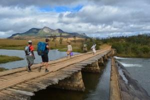 Sur la piste du Tsaranoro, Étape 1 - Sendrisoa à Ambalamanandray, Vallée de Namoly, Madagascar 13