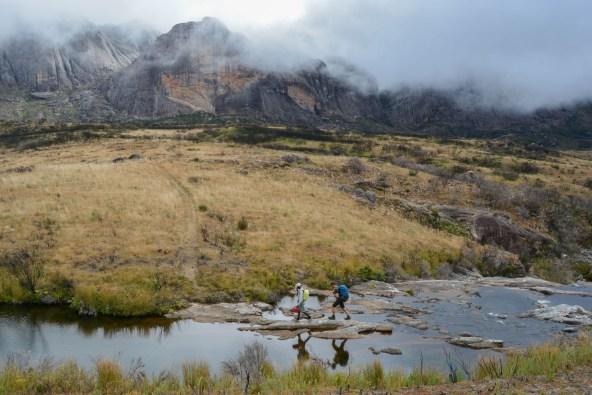 Sur la piste du Tsaranoro, Étape 2 - Vallée de Namoly au pied du pic Imarivolanitra, Madagascar 1